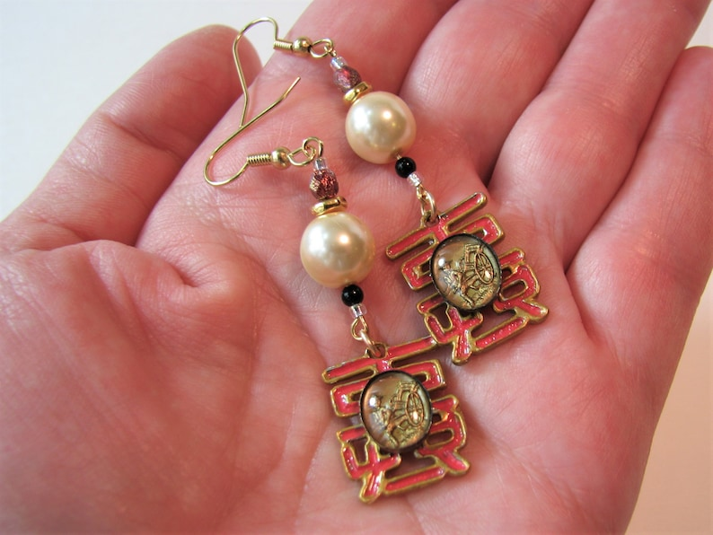 faux pearls 2.75 lightweight dangles Czech glass beads hand painted by me Asian man Oriental symbols with rickshaws earrings