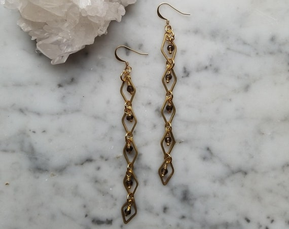 Smoky quartz with raw brass diamond link earrings - EBSQ01
