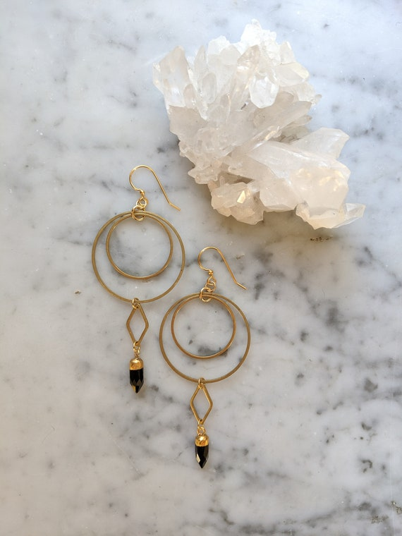 Brass concentric circles and black onyx points - EBO007