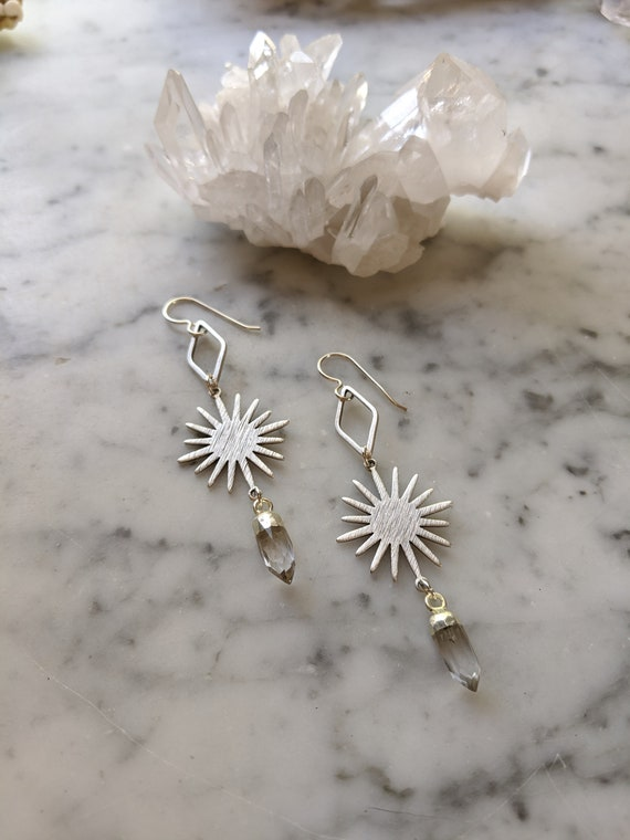 Silver sunburst geometric earrings with quartz crystal points - ESQ002