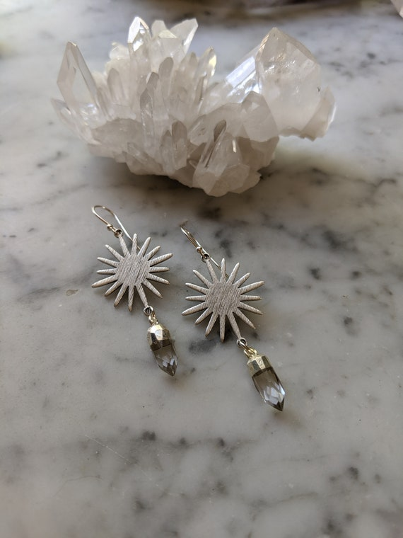 Silver sunburst earrings with quartz crystal points - ESQ001
