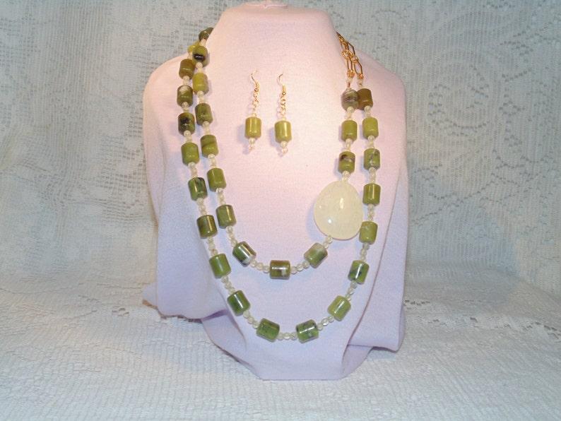 b18bd5003c18 Doble filamento de collar con aretes con Peridot pequeñas