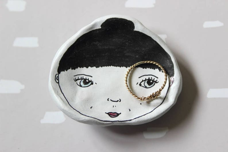 Handmade Illustrated Small Clay Face Dish. image 0