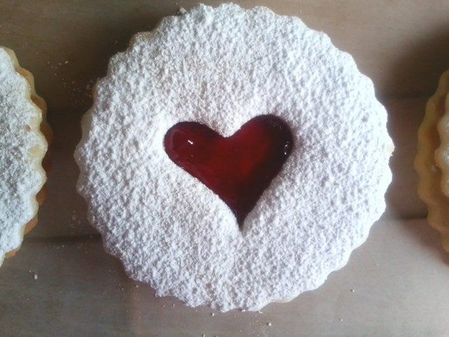 10 Delicious Austrian Linzer Tart Cookies - customized for any occasion