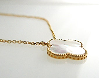 a2f60c6a97f6 Semi Van Cleef   Arpels Sweet Alhambra white mother-of-pearl necklace