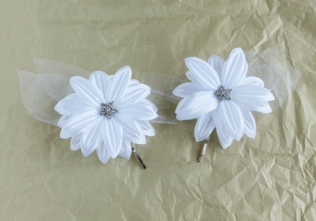 White flower hair pins small hair clips silk bridal clips etsy white flower hair pins small hair clips silk bridal clips set of hair pins bridesmaid hair pins white bridal clips wedding hair pins mightylinksfo