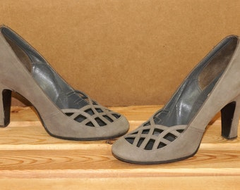 3906956764e7 Vintage 1940s Gray Suede Shoes Charles F Berg Women s Shoe Size 6 High Heels  Lattice Grey Leather Pumps Chumley Portrait Mid Century Modern
