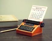 2022 DIY Printable Paper Desk Calendar Papercraft | Realistic Orange Miniature Typewriter | A4 template pdf | Instant download gift