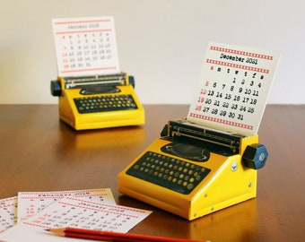 2022 DIY Printable Paper Desk Calendar Papercraft | Realistic Yellow Miniature Typewriter | A4 template pdf | Instant download