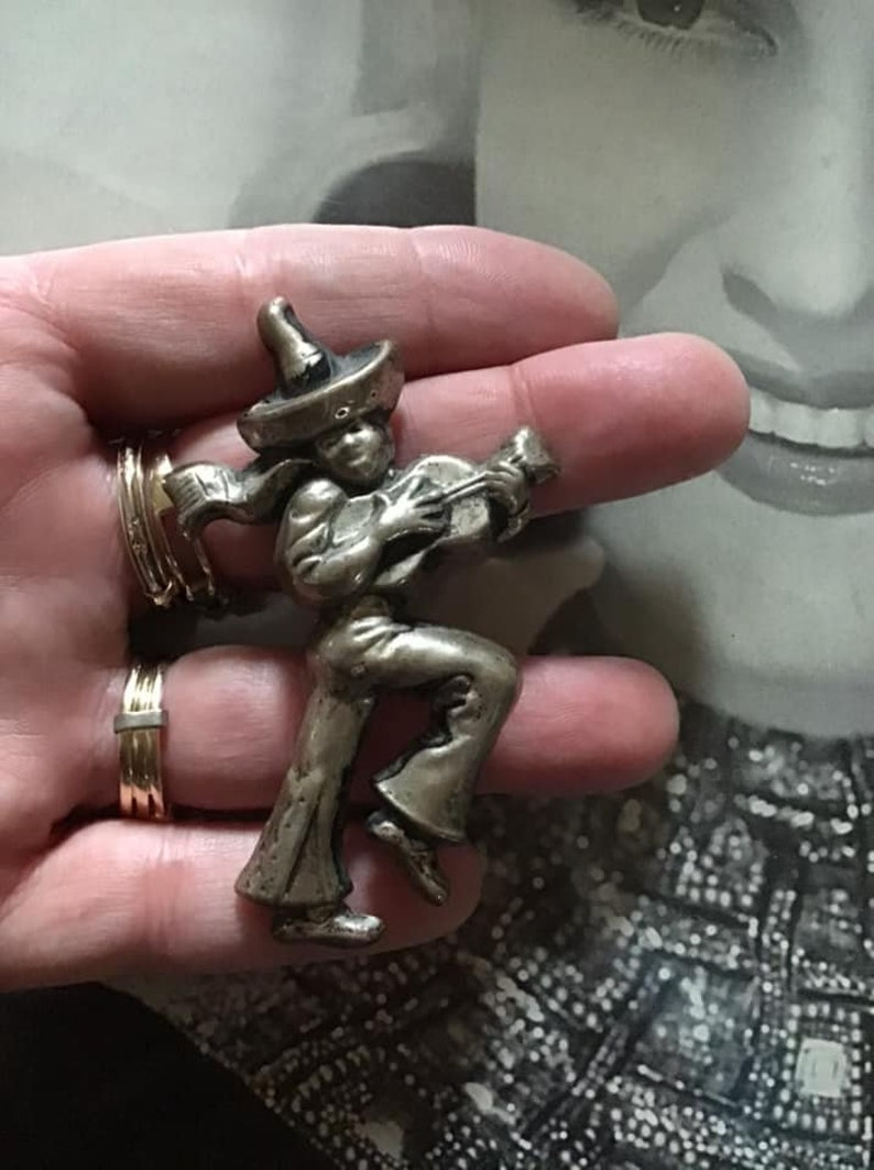 Vintage 1940/'s Brooch Pin C Clasp Silver Tone COLOR Metal Man Wearing A Sombrero Playing A Guitar