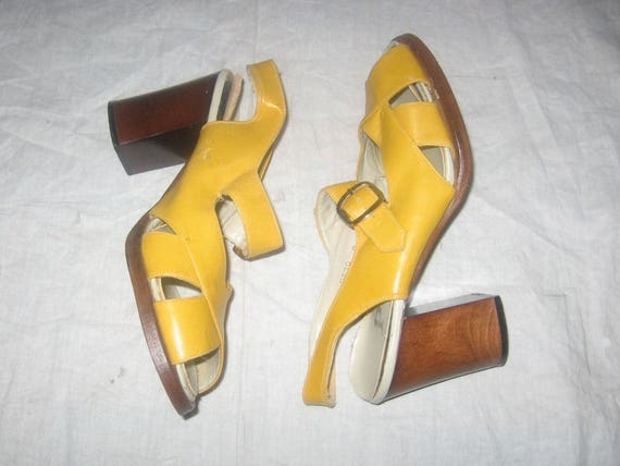 75a47cd06b2 Vintage Patinos Yellow Gold Buckled Caged Peep Toe Chunky
