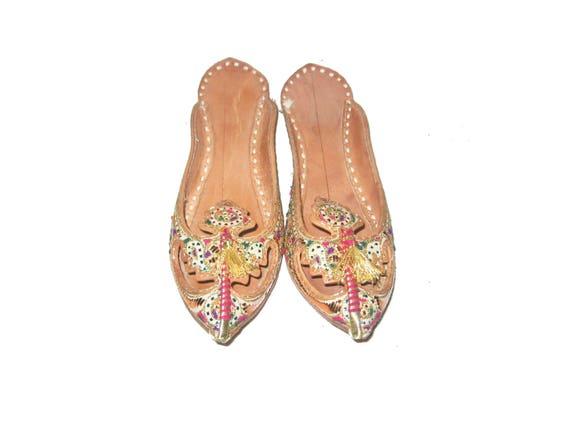 Vintage Multi color Metallic Gold Embellished Pointed Toe Low Heel Beige Leather Slip On Slide Sandals Ethnic Shoes Size 7 12