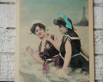 9c027e2f71f Antike Strand Postkarte - Sexy Badenixen
