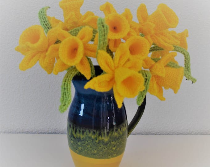 Flower knitting pattern, Knitting pattern for daffodils, Knitted daffodils, Floral display, Knitted flower display, Digital download pdf
