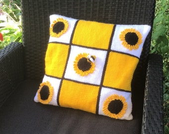 Knitting Pattern for Sunflower Pillow, Sunflower and Bee Cushion, Summer knitting pattern, Flower design, Bee crafts, digital download