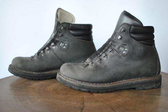 Vintage HANDMADE hiking men's ankle boots.....(068