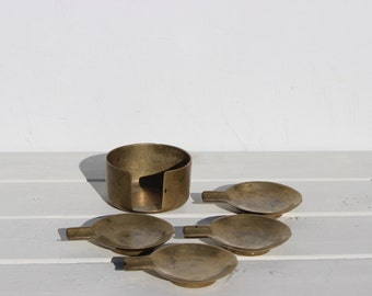 Set of 4  Vintage ashtrays in brass· Four little ashtrays from 1970s