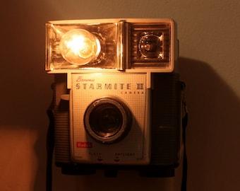 Old-fashioned Camera Nightlight - Kodak Brownie Starmite II/III