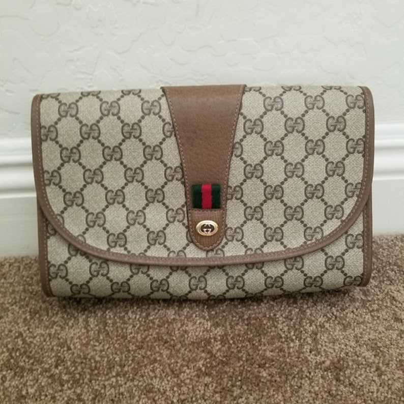 98a72f663e665 Beautiful Vintage Gucci Clutch - in Like-New condition with its original  interior intact and gorgeous!!
