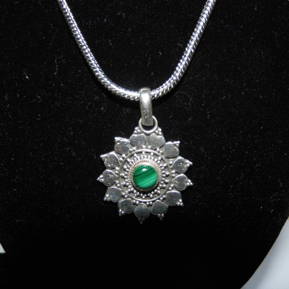 Malachite Necklace, 925 Silver Pendant, Malachite Gemstone Centre, Sterling Silver Necklace, Gemstone Pendant, Crystals for Healing
