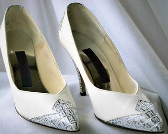 a3a70cda416 SALE -Vintage White Leather w Grey Applique High Heel Shoes  The Wild Pair   Size 8B  Pointed Toes