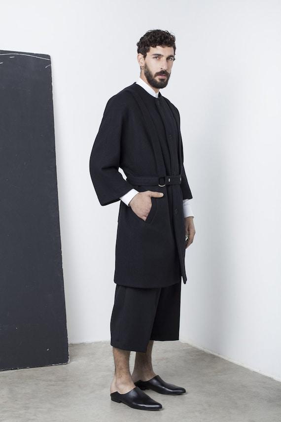 cappotto nero uomo profilo