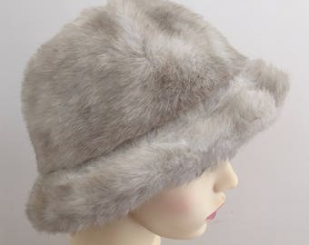 a74f2747c9907 ST MICHAEL (Marks and Spencer) Vintage 1970s Beige Faux Fur Ladies Winter  Hat - Size Small