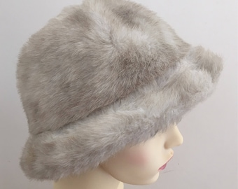 a8d6c473fa09d ST MICHAEL (Marks and Spencer) Vintage 1970s Beige Faux Fur Ladies Winter  Hat - Size Small