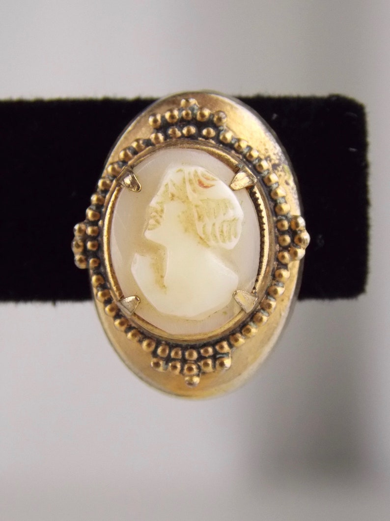 Cameo Screw Back Earrings 1920/'s Carved Shell