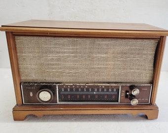 Vintage Zenith AM/FM Radio - Wood Cabinet - Works!