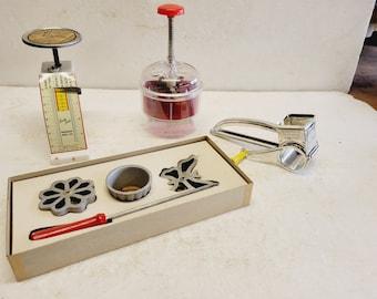 4 Piece Vintage Kitchen Gadget Collection - Scale