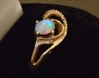 Ring, Australian Precious Opal and 14ky gold, Size 7