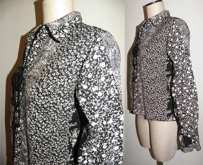 Fits M Vintage 90s Lace Up Front Poet Blouse Black White Floral Romantic Bohemian BOHO Gyspy