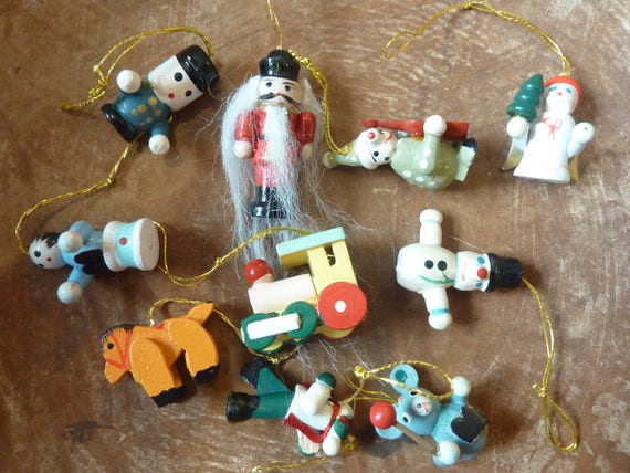 Miniature Christmas Ornaments.10 Miniature Christmas Ornaments Wood Vintage Hand Painted Feather Tree Decor Craft Supply Lot 1395