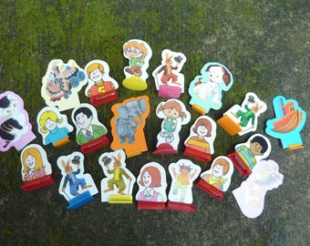 21 Cardboard Game Pieces People Token Vintage Game Supply Craft Lot (#775)