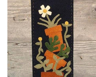 Pattern: Flower Pots Wool Applique Table Runner by Wooden Spool Designs