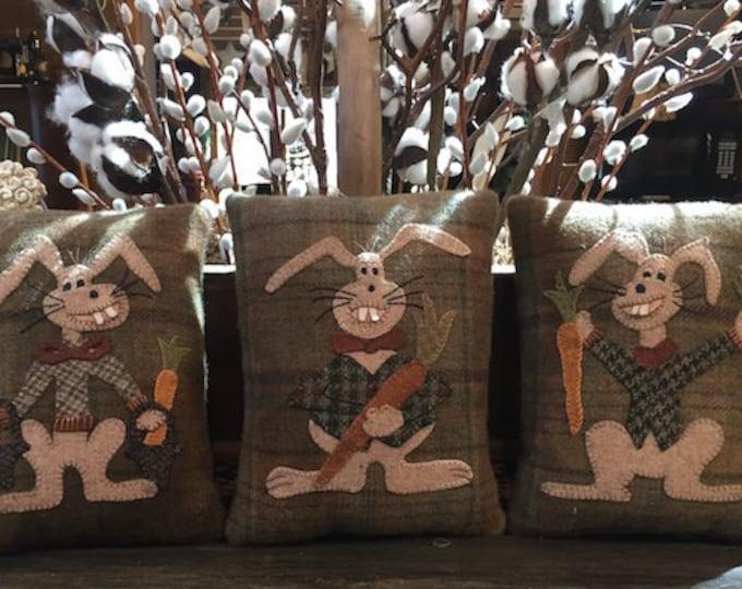 """Pattern: Wool Applique """"Harry, Elmer & George"""" 7x9 Pillow Patterns by Cricket Street Wool"""