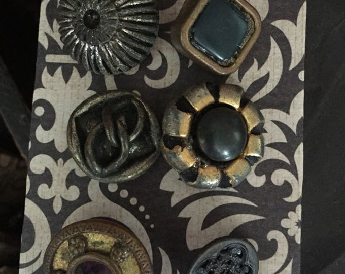 Notions: Antique Vintage Buttons on Decorative Card Set/ 6