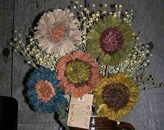 Pattern: Hooked Rug Flowers by Hooked on Primitives