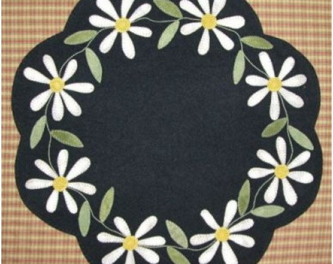 Pattern: Wool Applique - Daisy Table Mat by Primitive Gatherings