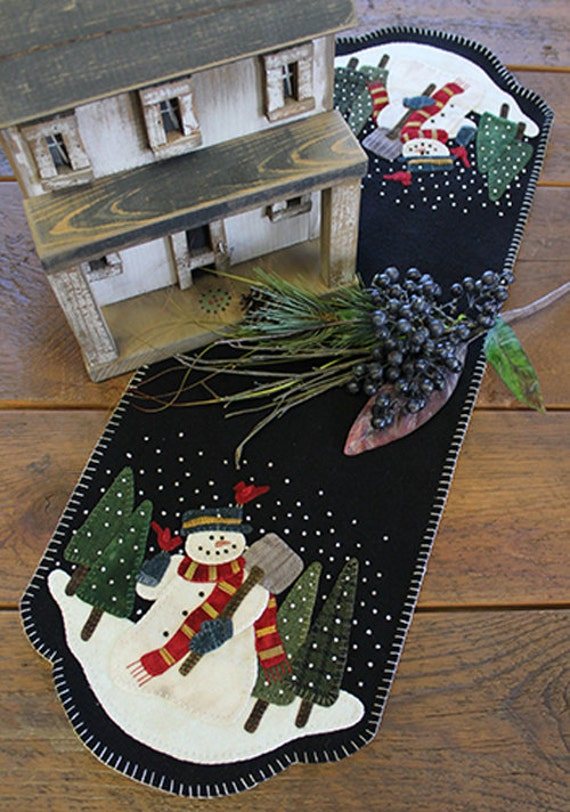 Pattern: Snowman for Hire Table Runner by Primitive Gatherings