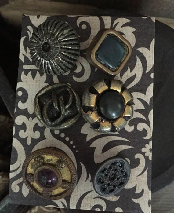 Notions: Antique Vintage Buttons on Decorative Card Set/ 6