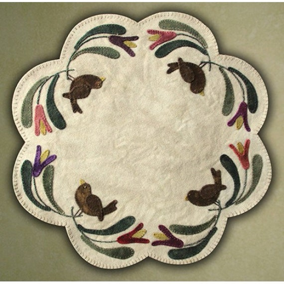 Pattern: Birds Of A Feather Table Mat by Primitive Gatherings