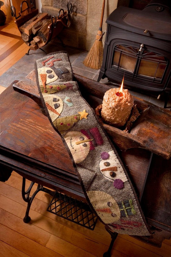 Pattern: Cold Days Wool Table Runner Pattern by Primitive Pieces by Lynda