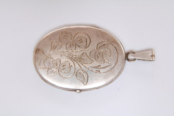 Etched Oval Locket, Vintage Oval Silver Picture L… - image 1