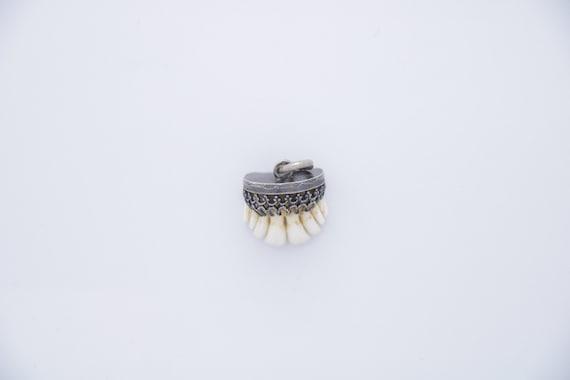 Bavarian Tooth charivari, Antique silver front tee