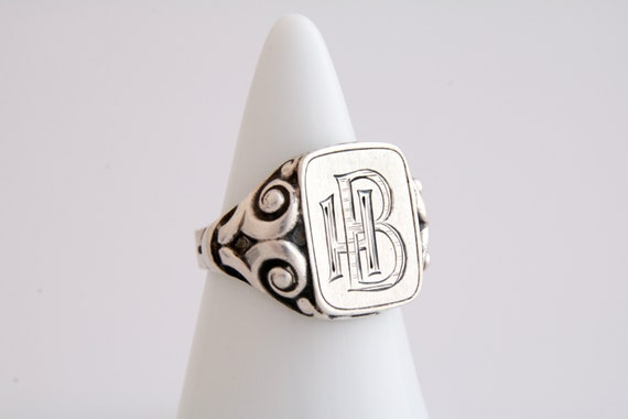 Monogrammed HB signet ring, Antique initials BH si