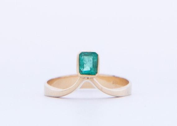 Emerald Chevron Ring, Vintage Emerald Ring in 18k