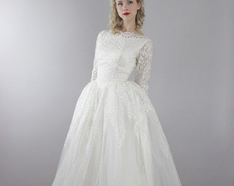 1950's Lace and Tulle Wedding Gown / Size Small / long sleeve