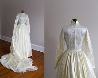 1950's Grace Kelly Inspired Satin and Lace Wedding Gown / XS-S